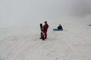 первые попытки катания на склоне около базы
