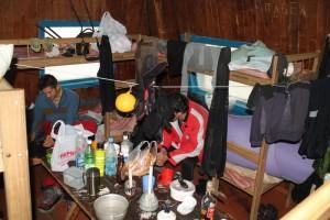 сытный ужин сноубордиста в домике на Верхней АлаАрче