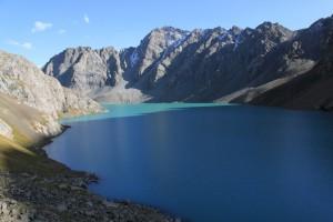 высокогорное озеро АлаКоль. высота 3600м