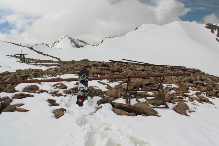 остатки опор горнолыжной базы Верхняя АлаАрча
