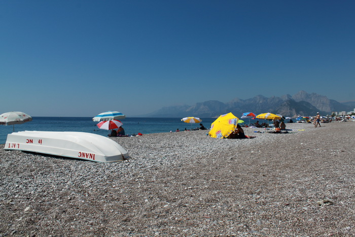 Галька пляжа Коньялты.