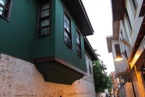 Двухэтажные домики в старом османском стиле.