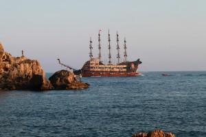 пиратский парусник в средиземном море