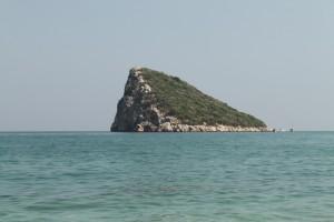Анталия. Осров неподалеку от пляжа Топчам.