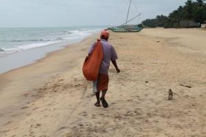 Негомбо. Шри-Ланкиец и его питомец.