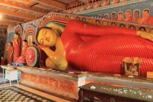 Анурадхапура. Храм Инсурмуния. Статуя лежащего Будды.