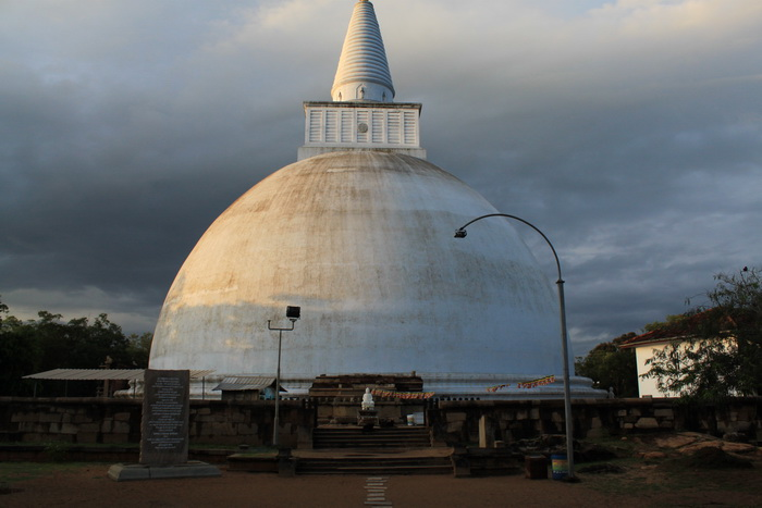 Анурадхапура. Ступа Мирисаветия.