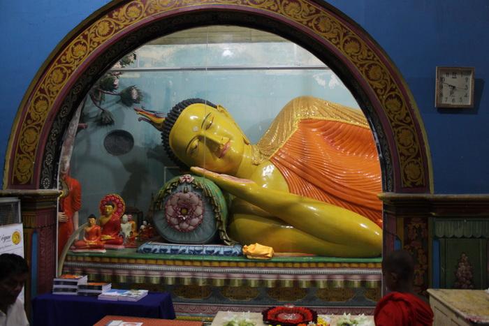 Анурадхапура. Дагоба Руанвели. Статуя лежащего Будды.