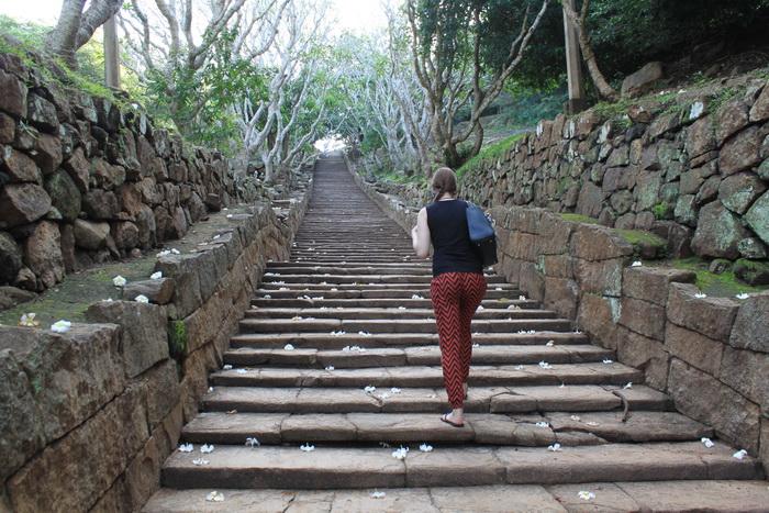 Михинтале. Лестница к монастырю.