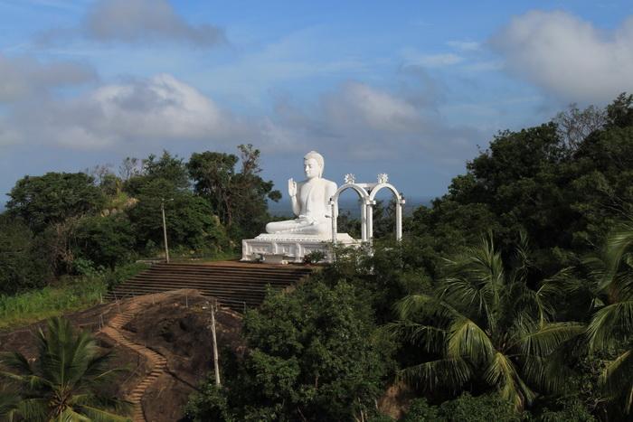 Михинтале. Статуя Будды.