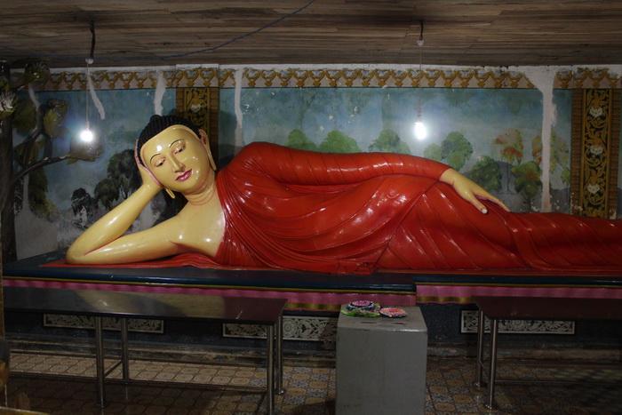 Михинтале. Лежащий Будда.