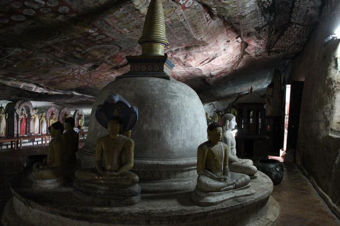 Дамбулла. Пещерный храм. Дагоба.