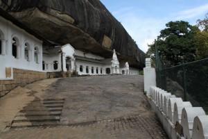 Дамбулла. Пещерный храм.