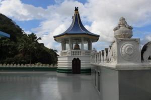 Дамбулла. Башни золотого храма.