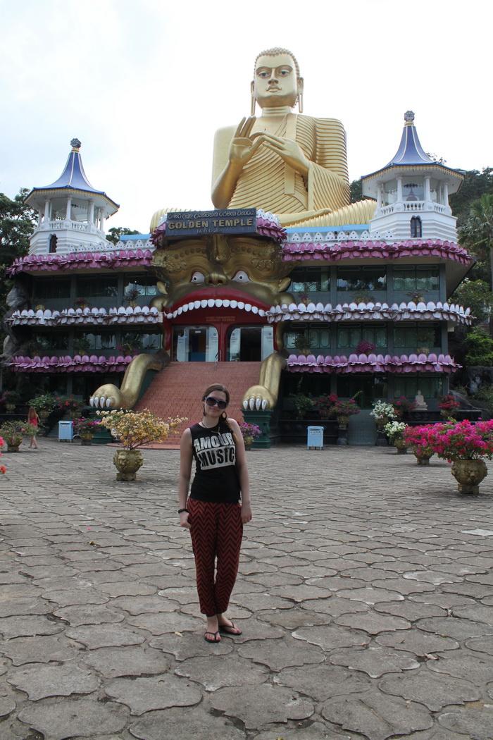 Дамбулла. Поразительный золотой храм.