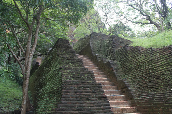 Шри-Ланка. Сигирия. Первая череда лестниц.