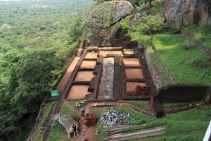 Шри-Ланка. Сигирия. Сооружения внизу.