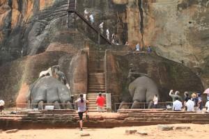 Шри-Ланка. Сигирия. Лапы льва.