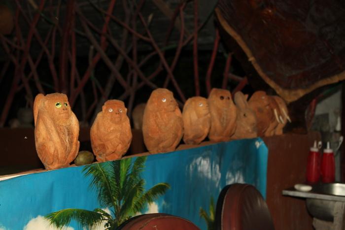 Шри-Ланка. Сигирия. Художественная резка по кокосу.