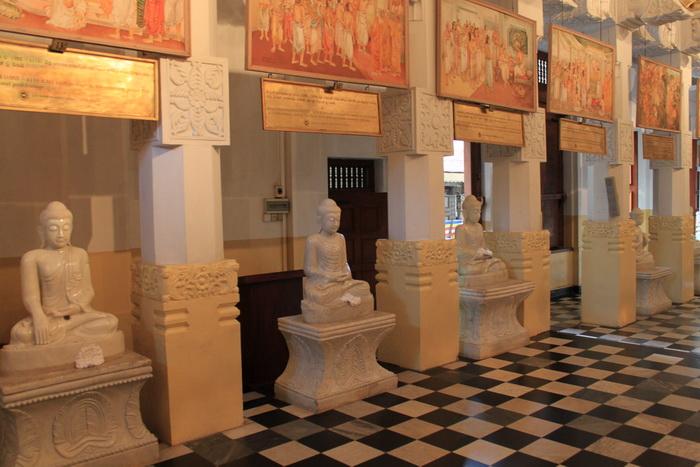 Канди. Музей в храме зуба Будды.