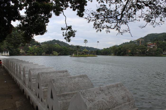 """Канди. Озеро и летняя """"дача"""" правителя."""