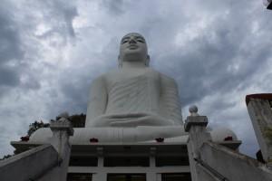 Канди. Статуя Будды.
