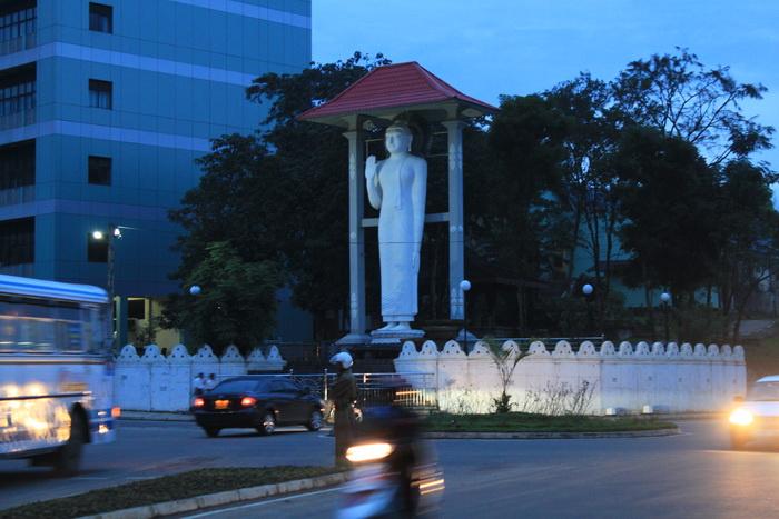 Бадулла. Центр. Статуя Будды.