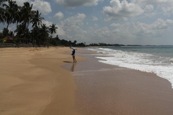 Тангалле. Пляж вдоль Виджая Роад.