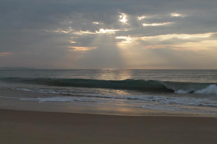 Тангалле. Рассвет. Волны.