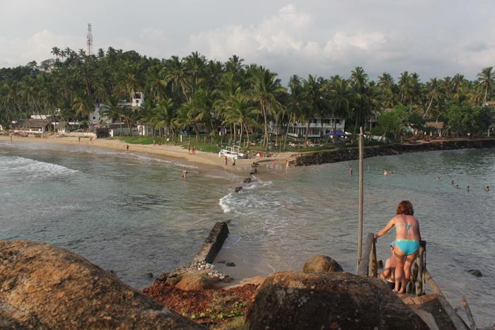 Мирисса. Вид с островка на пляж.