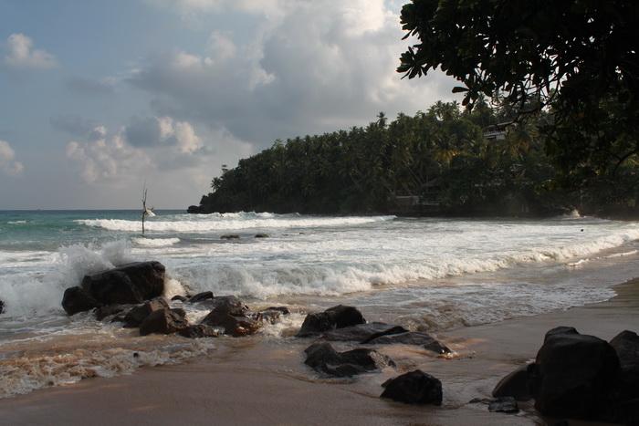 Мирисса. Правая часть пляжа. Серферские места.