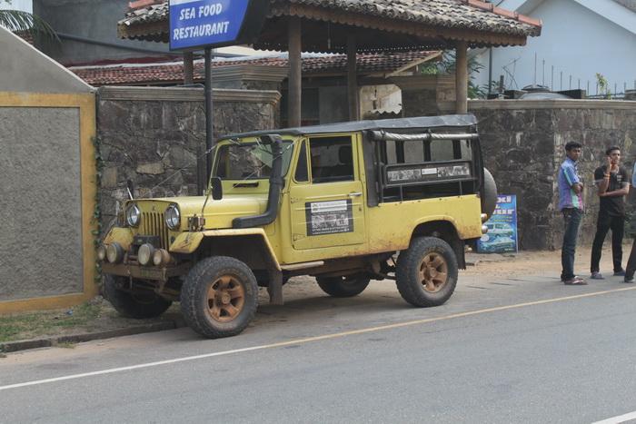 Шри-Ланка. Мирисса. Автомобили.