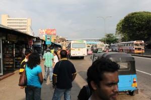 Коломбо. Остановка у автовокзала до аэропорта.