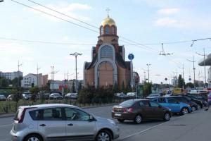 Киев. Привокзальная церковь.