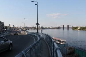 Киев. Дорога к Речному вокзалу вдоль эстакады.