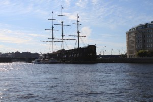 Санкт-Петербург. Нева. Старый корабль.