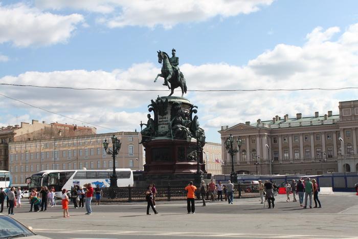 Санкт-Петербург. Исаакиевская площадь. Памятник Николаю I.