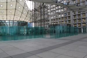 Париж. Дефанс. Большая арка. Стеклянная галерея.