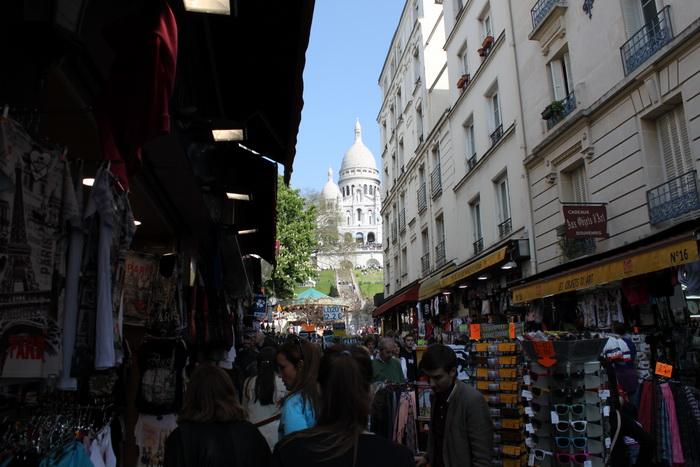 Париж. Монмартр. Прилавки.