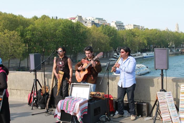 Париж. Уличные музыканты.