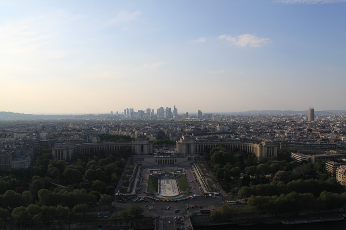 Париж. Вид с Эйфелевой башни на Дефанс.