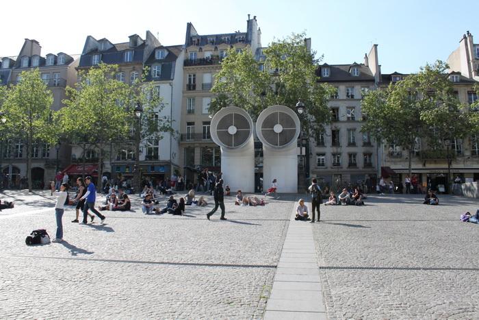 Париж. Площадь перед центром Жоржа Помпиду.
