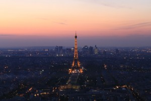 Париж. Монпарнас. Эйфелева башня на закате.