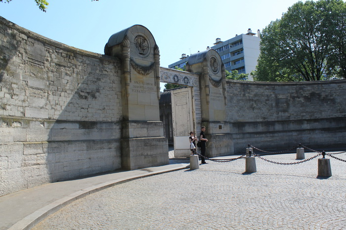 Париж. Вход на кладбище Пер-Лашез.