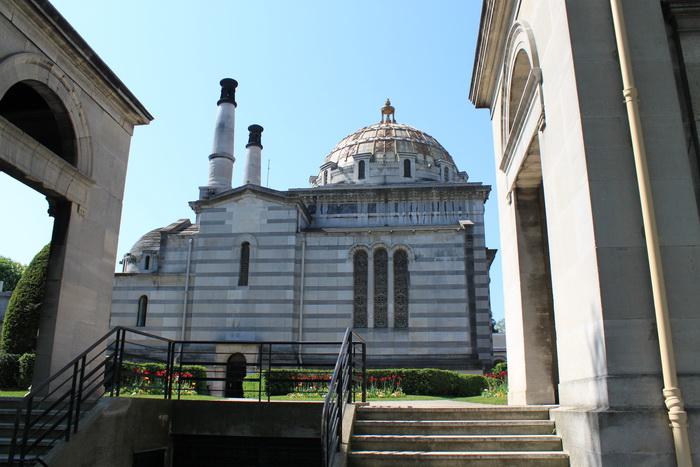 Париж. Крематорий на кладбище Пер-Лашез.