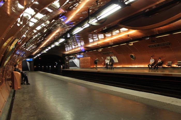 Париж. Станция метро.