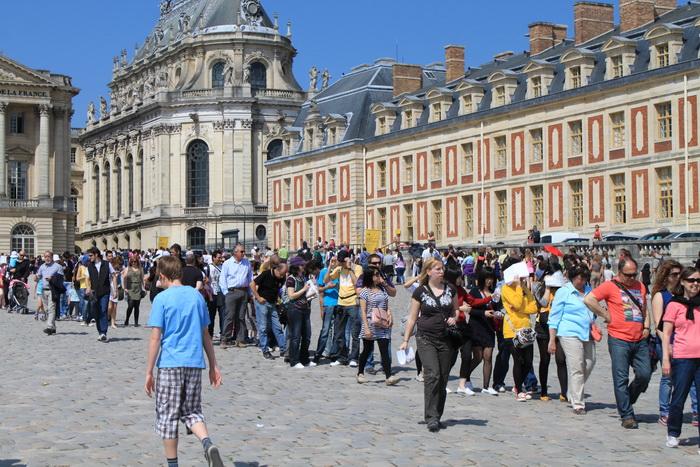 Версаль. Очереди за билетами.