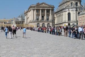 Версаль. Очереди за билетами в Версальский дворец.