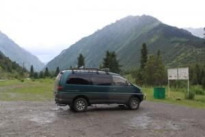 Киргизия. Ала-Арча. Парковка перед тропой на Адыгене.