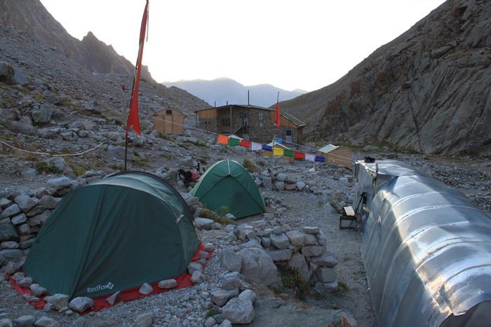 Киргизия. Хижина Рацека. Базовый лагерь.
